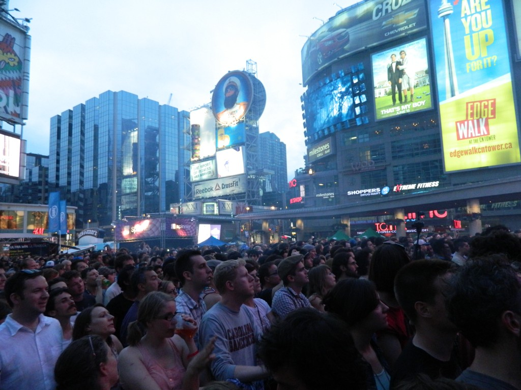 flaming lips crowd yonge and dundas toronto 2012 nxne static zine melody