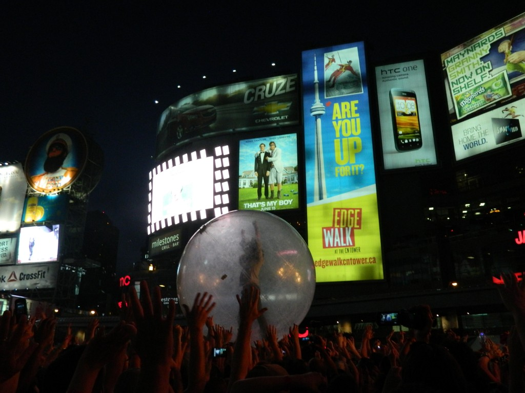 flaming lips yonge and dundas toronto 2012 nxne static zine melody