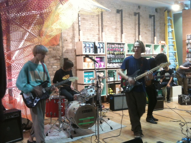 diiv urban outfitters toronto